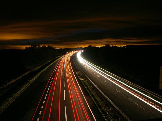 dálnice, proudy světel