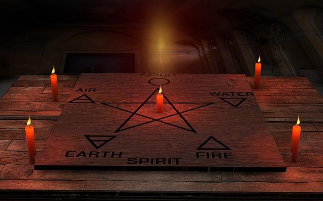 svíčky a pentagram
