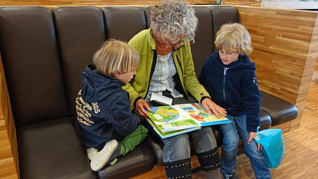 babička čte dětem