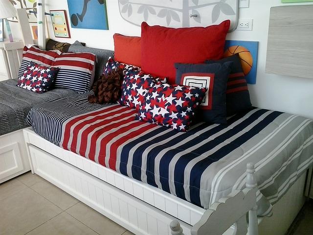 postele a polštáře